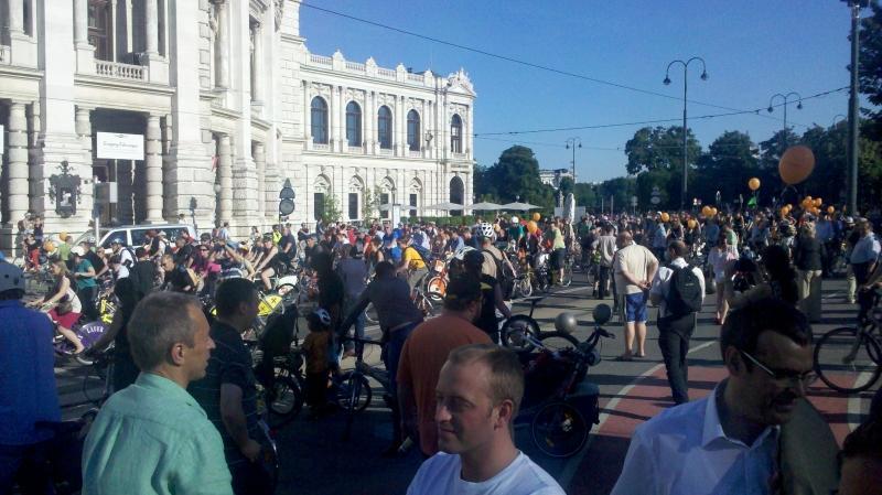 4000 Radler sammeln sich zum Radcorso